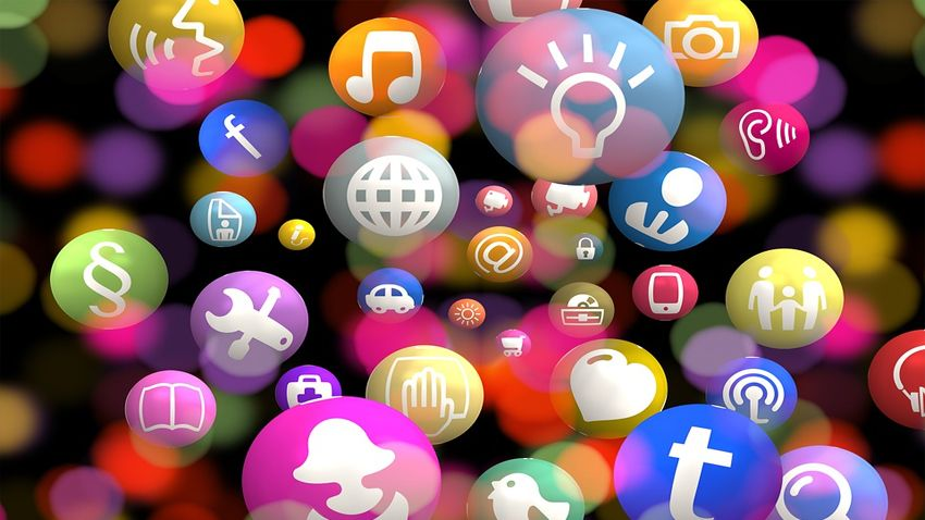 socialni medii, facebook, twitter, instagram