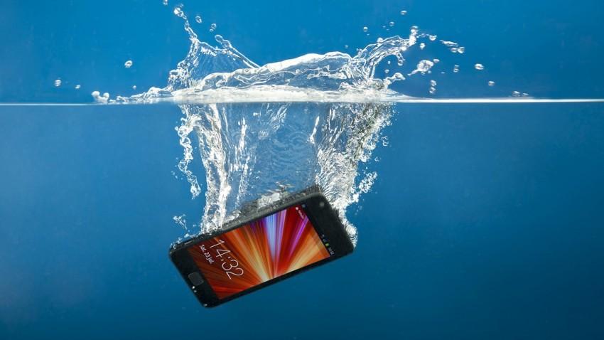 telefon v voda